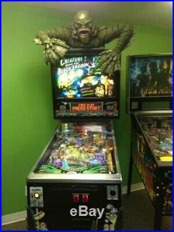 Creature From the Black Lagoon Grave Walker Universal Monsters Foam Prop 05CRU05
